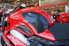 Πλαϊνά προστατευτικά ντεποζίτου έλξης StreetFighter V4 2020-2021 Eazi Grip Ducati Μαύρα